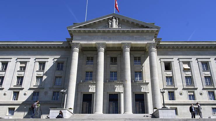 Das Bundesgericht kam in seinem Urteil zum Schluss, dass beim Wutausbruch kein Unfall vorliegt. Somit trifft die Unfallversicherung keine Leistungspflicht. (Bild: Bundesgericht in Lausanne)