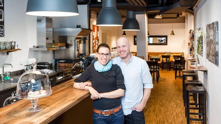 Denise Waglechner und René Marti  in ihrem «Kafi Zwoi» im Bäderquartier in Baden.