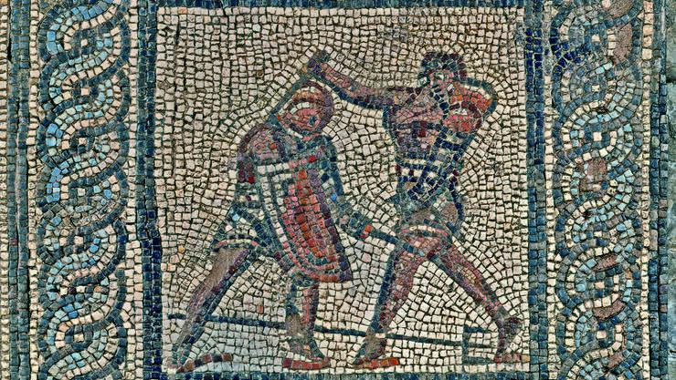 Ausschnitt aus dem Gladiatorenmosaik, das einen Netzkämpfer zeigt.