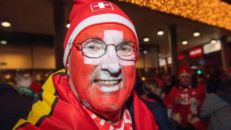 Zahlreiche Fans unterstützen die Schweiz im EM-Qualifikationsspiel gegen Georgien.