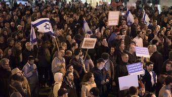 Tausende Israelis haben erneut gegen Korruption demonstriert. In Tel Aviv forderten sie den Rücktritt von Ministerpräsident Netanjahu.