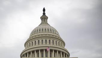 Die Haushaltssperre dauert an. Parlamentarier und Präsident Trump geben sich gegenseitig die Schuld (the Capitol, das Parlamentsgebäude in Washington).