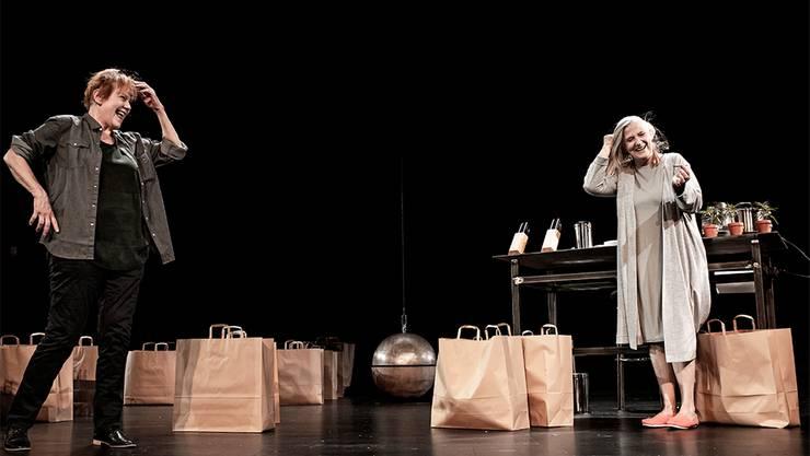 Claudia Burckhardt als Robyn (l.) und Barbara Grimm als Sharon zeigen in der schwarzen Komödie «Roommate» ihre schauspielerische Bandbreite.