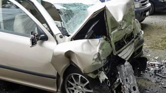 Gegen eine Hauswand gerammt: Der 59-jährige Autolenker verstarb beim Selbstunfall in Triengen LU.