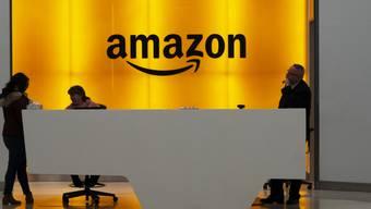 Der US-Versandhändler Amazon zieht vor das höchste Gericht in Frankreich, um im Zusammenhang mit der Coronakrise Klarheit bei der Beschäftigung von Mitarbeitenden zu erhalten. (Archivbild)