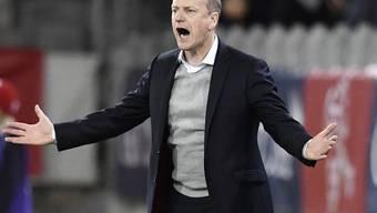Der Schweizer U21-Coach Heinz Moser lebt am Spielfeldrand mit