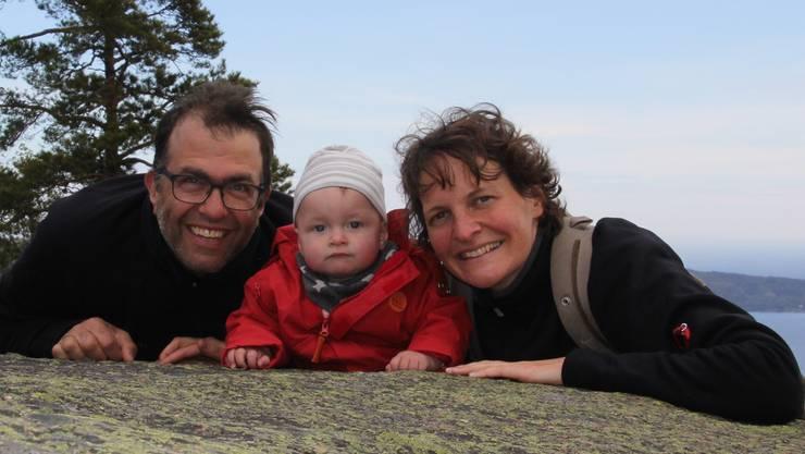 Der Autor Tobias Keller mit seiner Tochter Emma und seiner Frau Anna beim Familienurlaub während der Elternzeit.