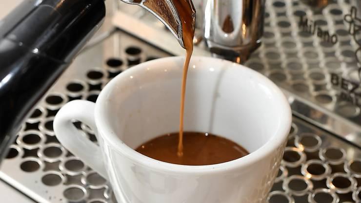 Einer Russin ist der Halt für Kaffee und Kuchen in einem Imbiss in Dietikon ZH teuer zu stehen gekommen. (Symbolbild)