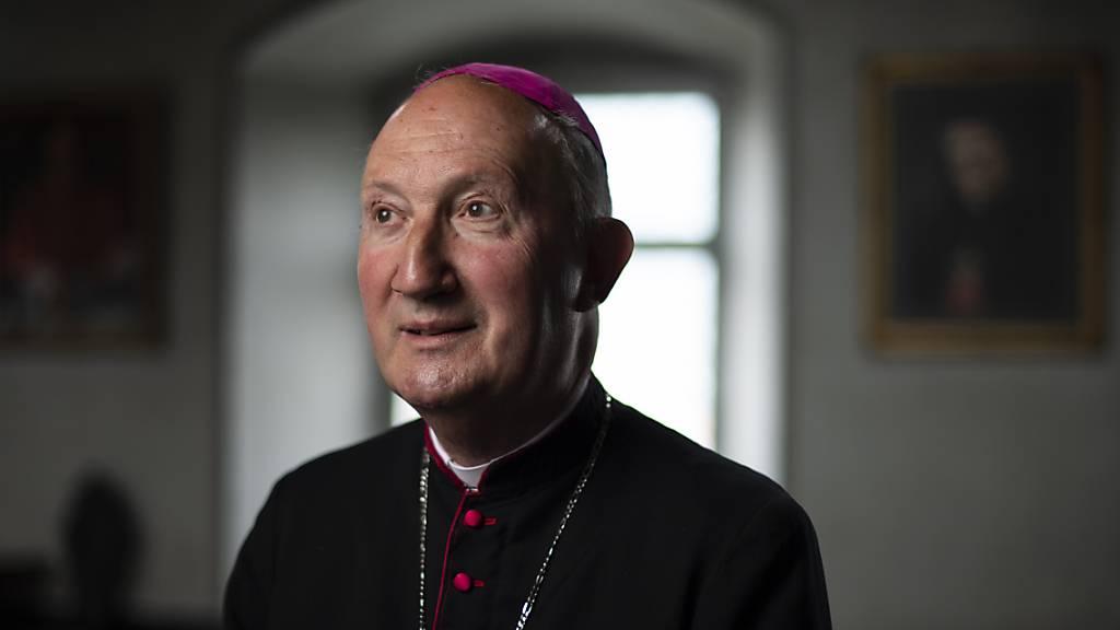 Zürcher Katholiken verklagen Churer Übergangsbischof Bürcher