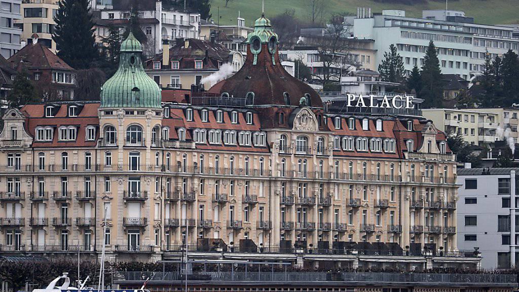 Die Schweizer Hotellerie leidet unter dem Strukturwandel und dem starken Franken. Daher soll sie auch in Zukunft weniger Mehrwertsteuern zahlen. (Archivbild)