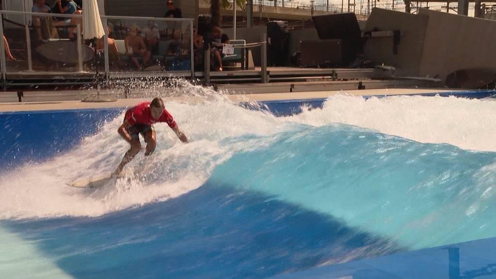 Surfelite in Zürich: Wettkampf auf der Wellenreitanlage Urbansurf