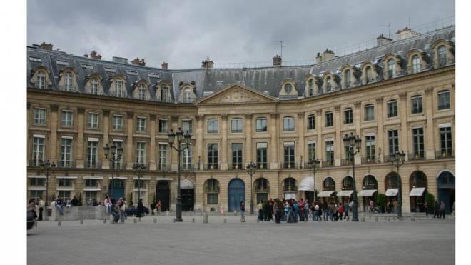 Seit 1898 werden im eleganten Haus an der Place Vendôme Gäste empfangen. Foto: Shutterstock