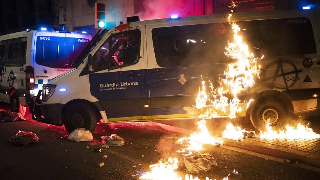 dpatopbilder - Die Proteste gegen die Inhaftierung des wegen Gewaltverherrlichung und Beleidigung der Monarchie verurteilten Rappers Hasel dauern mehr als eine Woche an. Foto: Emilio Morenatti/AP/dpa