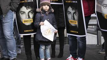 Fans von Michael Jackson wollen vor Gericht erreichen, dass die Missbrauchsvorwürfe gegen den verstorbenen Musikstar aus der Welt geschafft werden. (Archivbild)