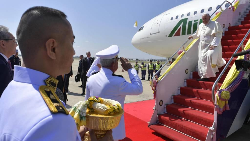 Papst besucht Thailand - Wiedersehen mit Cousine