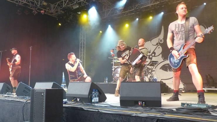 Vereinten Volksmusik und Heavy Metal zu ihrer unverwechselbaren «Heavy Volxmusik»: Die «Torglauer Buam».