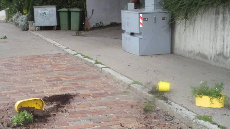 ...doch am Donnerstagmorgen schmiss jemand die Töpfe zu Boden.