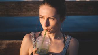 Gülsha hats getan: 30 Tage keinen Zucker, keine Gluten, kein Koffein, Nikotin und natürlich keinen Alkohol. (Symbolbild)