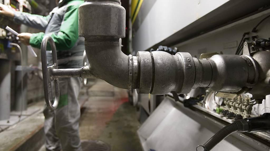Der Kanton Aargau kontrolliert künftig auch die Tankanlagen im Kanton Luzern. Die beiden Kantone haben eine Leistungsvereinbarung abgeschlossen. (Symbolbild)