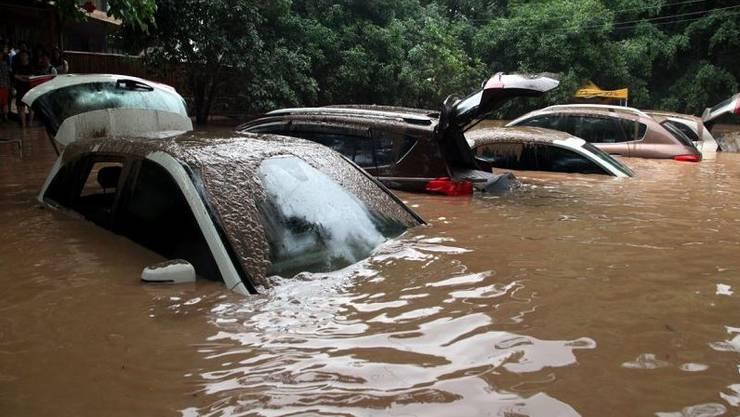 Durch das Hochwasser sollen fast 9000 Gebäude zerstört und 10'000 Hektar landwirtschaftliche Flächen überflutet worden sein.