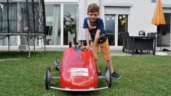 Léon Kubetyan (8) freut sich auf sein Heimrennen vom Sonntag: das Seifenkisten-Derby in Zeihen.