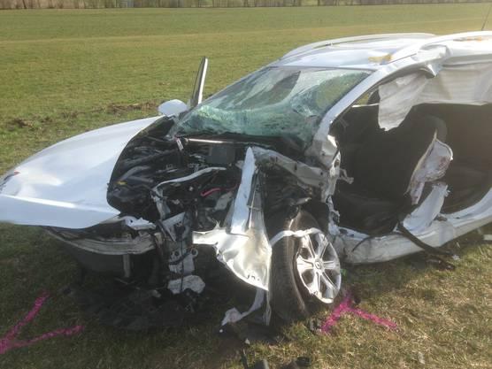 Beide der Fahrzeuge haben dabei einen Totalschaden erlitten.