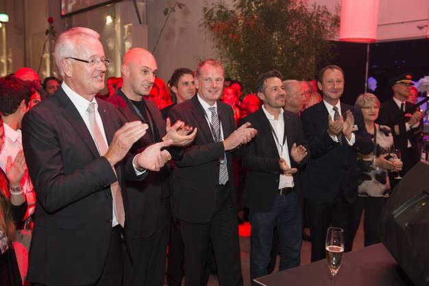 Zufriedene Gesichter bei Werner Eglin (ganz links) und Regierungsrat Stephan Attiger (dritter von links).