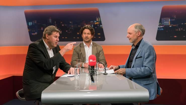 Von links nach rechts: Roger Geissberger, FC-Aarau-Verwaltungsrat, François Schmid-Bechtel, Sportredaktor Aargauer Zeitungund Moderator Rolf Cavalli.
