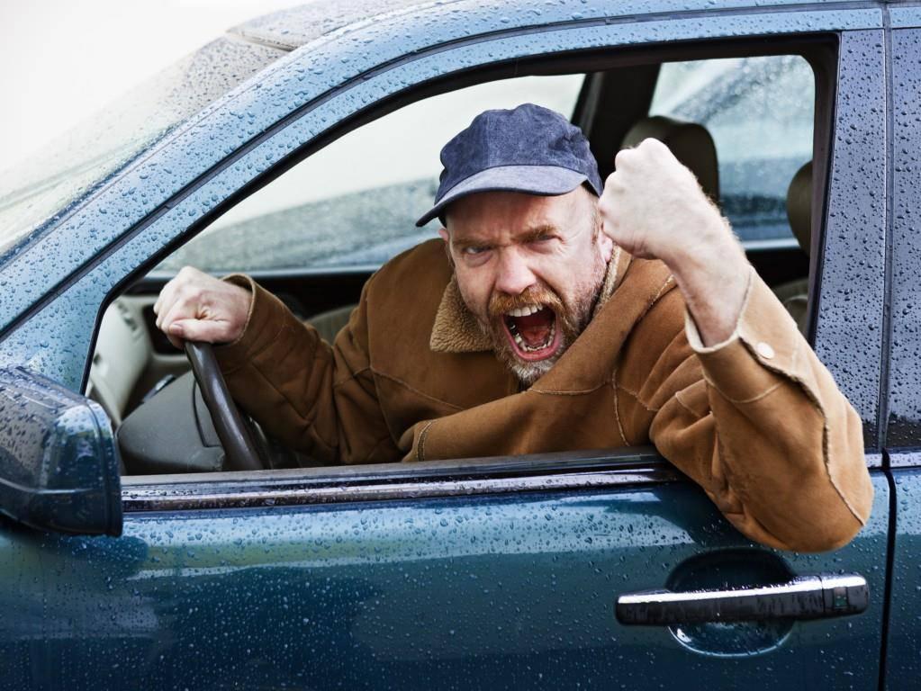 Lade diesen Typ doch am besten zum Speed-Hating ein! Da gibt's kein Smalltalk, sondern nur Fluchen (© istock)