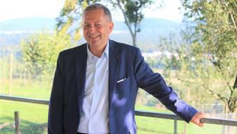 Willy Wenger hat fürs Bild die Gartenterrasse des Restaurants Juraweid oberhalb des Dorfs gewählt.