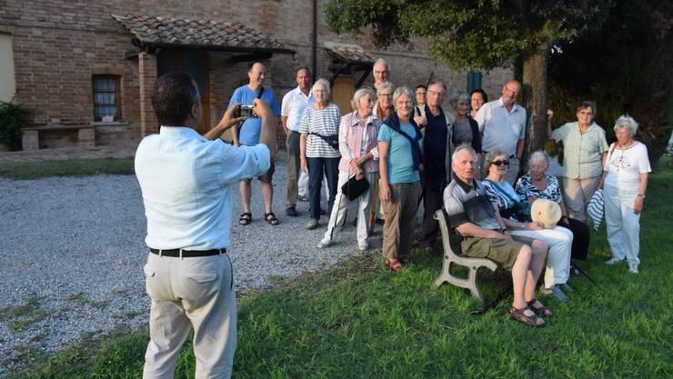 Kellermeister Valerio Brighi (links)  empfängt uns auf seiner Fattoria Ciciano aufs Herzlichste.