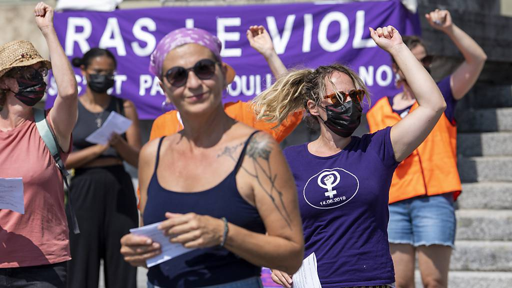 Frauen demonstrieren in Lausanne gegen Basler Vergewaltigungsurteil