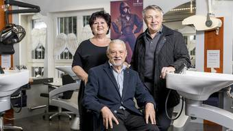 Sie freuen sich über die Nachfolgeregelung: Vincenzo Barra (sitzend) mit Ehefrau Madeleine und sein Bruder Gaetano.