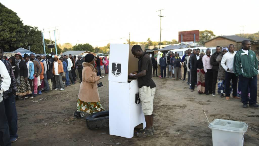 Nach Wahl-Annullierung in Malawi: Bürger wählen erneut Präsidenten