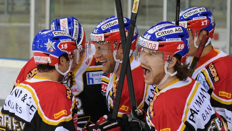 Die EHC Basel Sharks freuen sich über den Sieg im Testspiel.