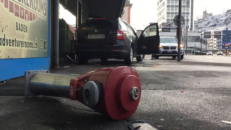 Ein Auto prallt am Freitagmorgen in ein Ladenlokal – die Lenkerin dürfte aber keine Schuld treffen.