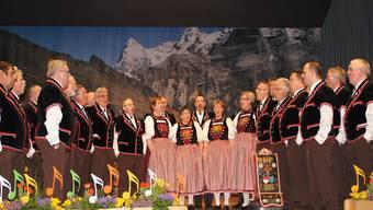 Der Jodlerklub Gäu unter der bewährten musikalischen Leitung von Hans-Ruedi Zihlmann.