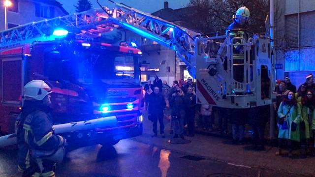 Grenchen: Stapi entflieht der Fasnacht per Feuerwehrdrehleiter