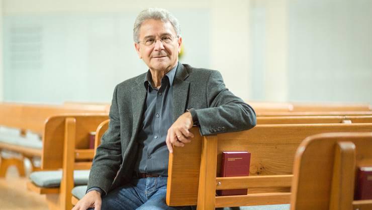 «Vielleicht übertreibe ich ein wenig, aber es macht Spass»: Emidio Campi in der reformierten Kirche Baden.