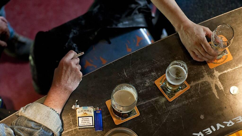 Wegen Faustschlägen in einer Luzerner Bar wurde ein 22-Jähriger zu einer bedingten Gefängnisstrafe verurteilt. (Symbolbild)