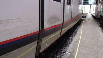 Der Unfallschaden an der Zugkomposition beläuft sich auf mehrere zehntausend Franken.