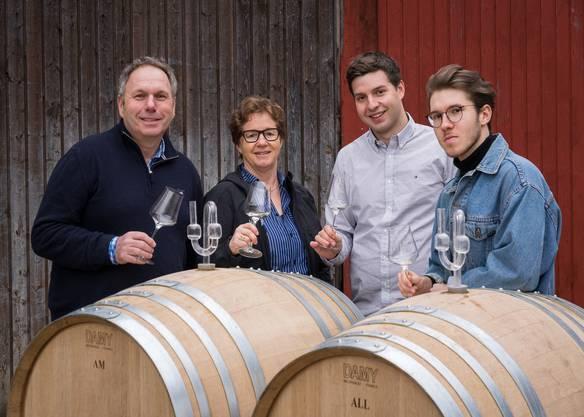 Generationen 4 und 5 im Weingut: Urs, Regula, Adrian und Michel Jauslin.