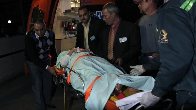 Ein Verletzter wird nach einem Unfall ins Spital gebracht (Archiv)