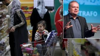 Konsum gehöre zur Menschenwürde, sagt der Deutsche Kilian Kleinschmidt. Unter seiner Regie wurde dieser Supermarkt im jordanischen Flüchtlingslager Zaatari eröffnet.
