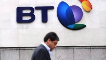 Ein Mann vor dem BT Hauptsitz in London (Symbolbild)