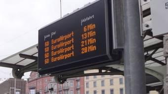 Der Bus zum Euro-Airport ist häufig überfüllt.
