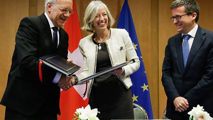 Bundespräsident Johann Schneider-Ammann (links) unterzeichnet 2014 die Teilassoziierung an Horizon 2020. Ob die Schweiz wieder als Vollmitglied teilnehmen kann, ist nicht sicher. Die dafür nötige Ratifizierung des Kroatien-Protokolls könnte sich hinziehen.