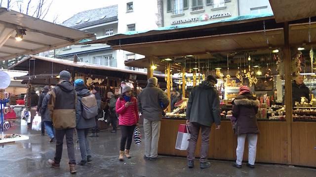 Weihnachtsmarkt baut Stände ab