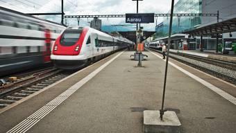 Statt eines Haltes rasen viele SBB-Schnellzüge mit bis zu 140 Kilometern durch Aarau.