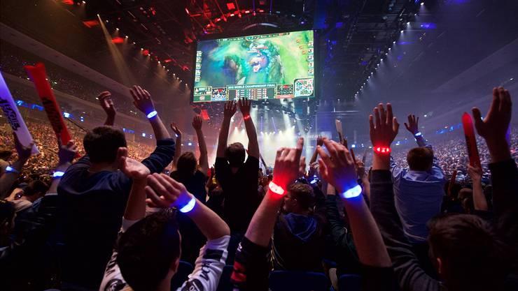 Die Zuschauer gehen mit: Game-Fans bei einem «League of Legends»-Turnier in Berlin.